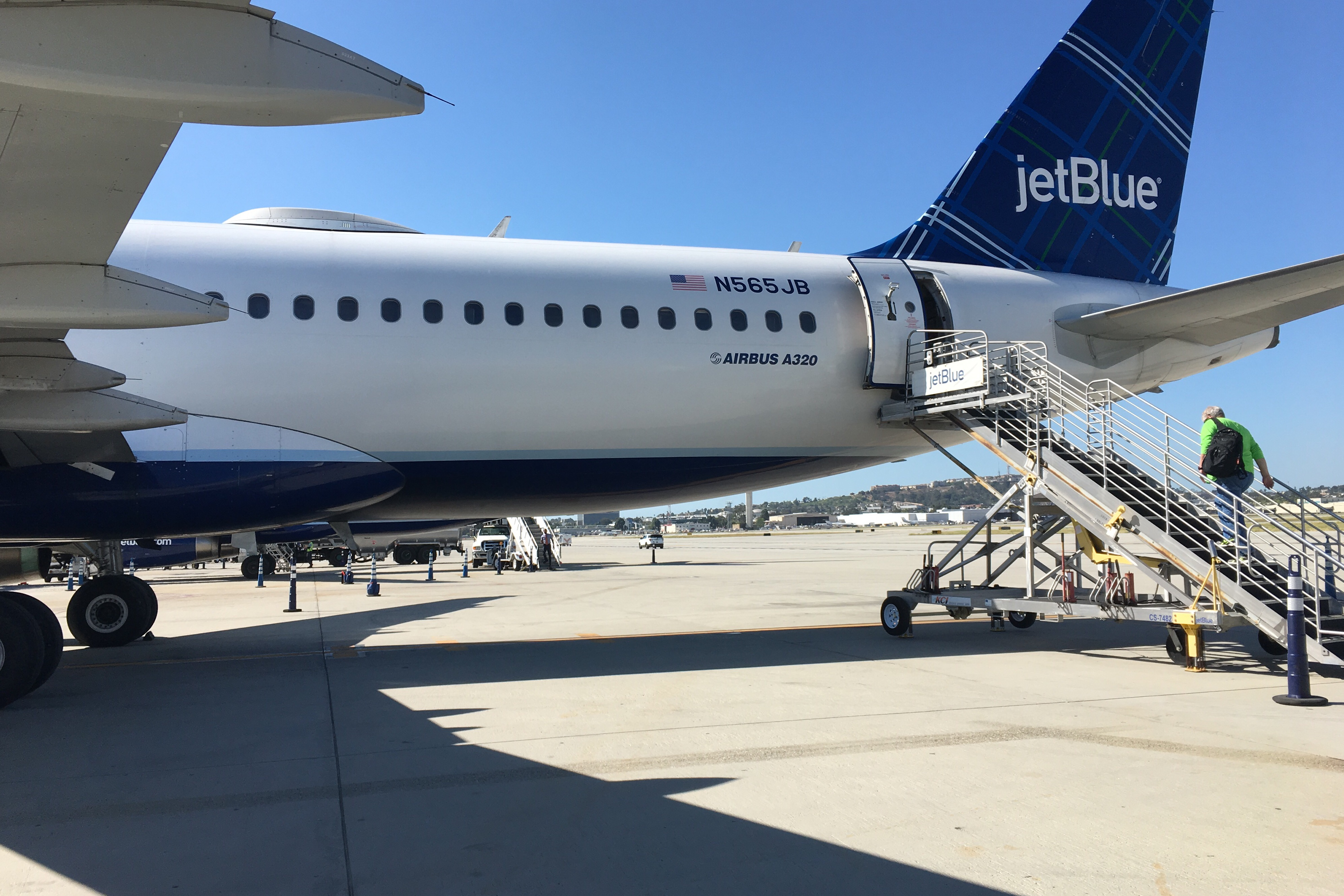 a study of jetblue airline Case study of jetblue airway jetblue airways is a low-cost airline and operate since 2000 during 2002, jetblue made a remarkable growth rate and lead it company to .