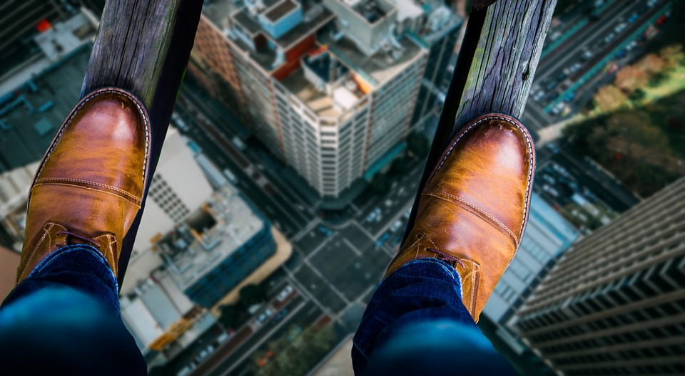 Would You Be Freaked Out By a Glass Walkway That Cracks Under Your Weight?