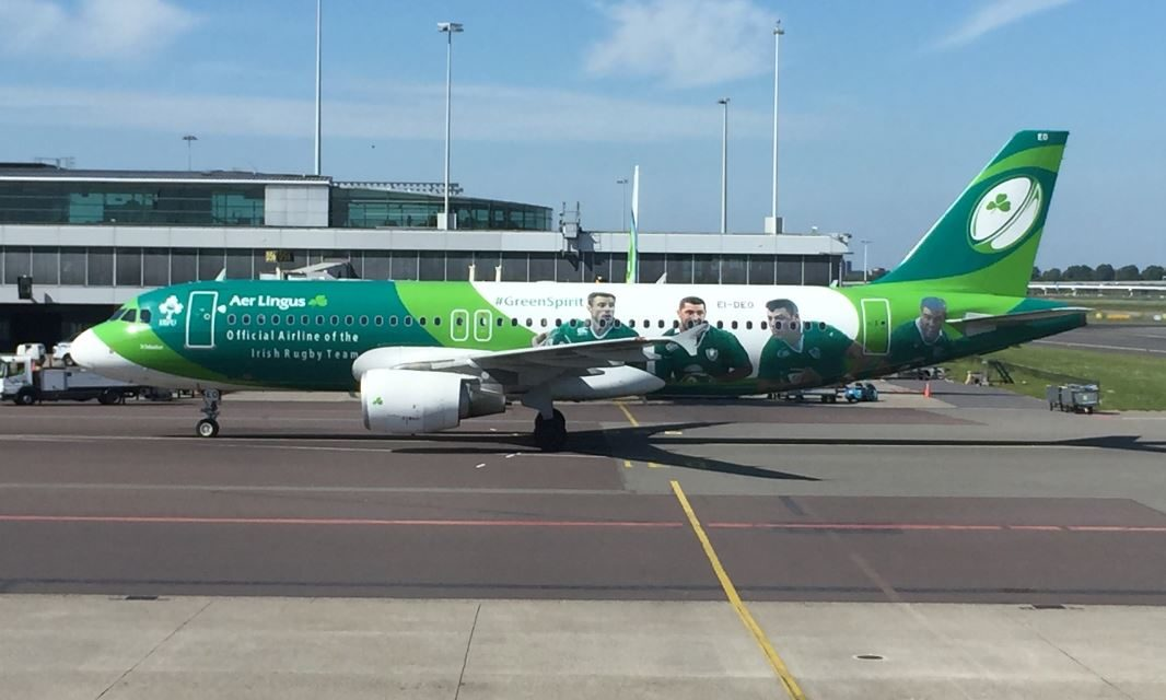 Review: All the buns on Aer Lingus from Amsterdam to Dublin