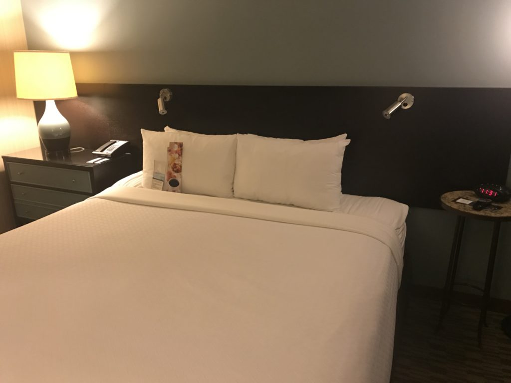 Crowne Plaza Chicago O'Hare bed