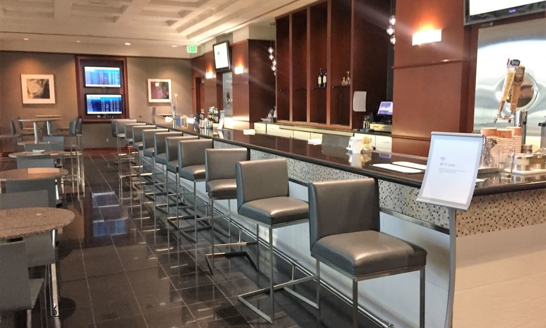 Do you tip the servers and bar staff in an airline lounge?