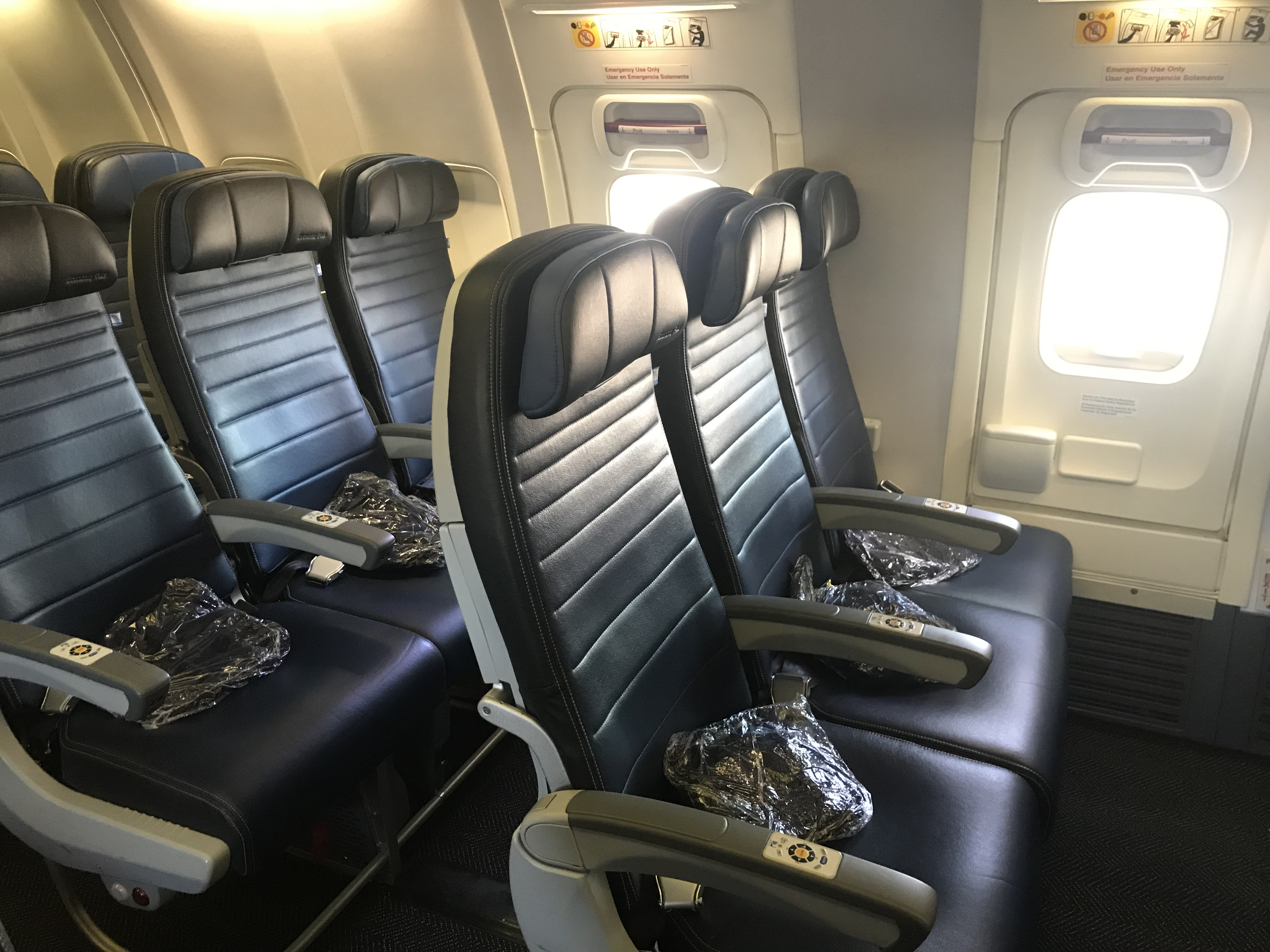 United 737 900 Exit Row Review San Francisco To Kona Travelupdate