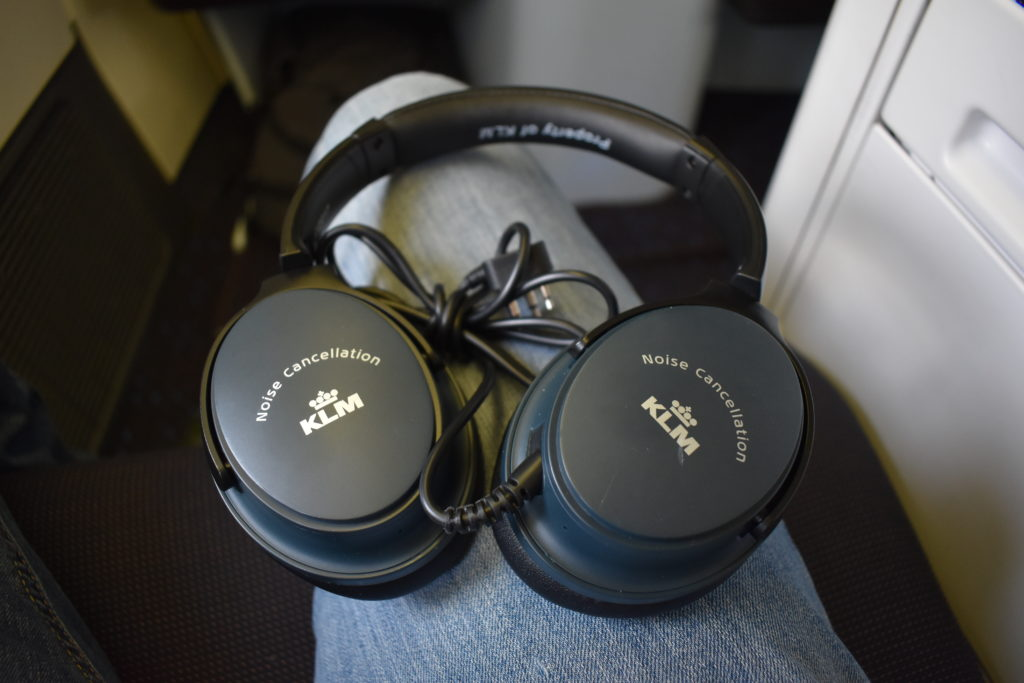 KLM 777-200ER business class headphones